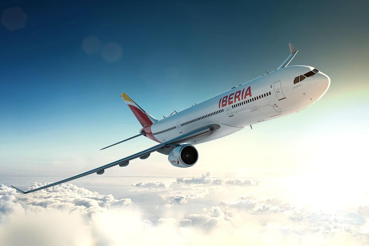 Avión de IBERIA en el aire